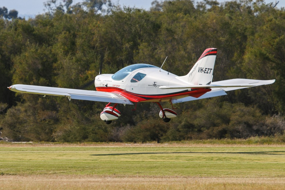 EZT landing at YSEN Serpentine Airfield 2015 Fly In