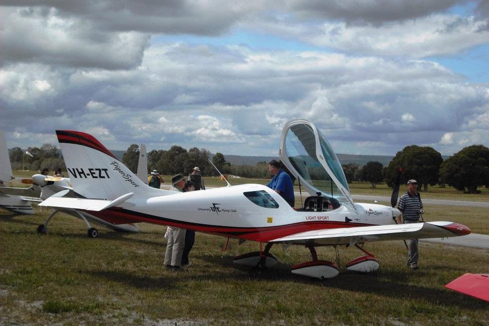 VH-EZT at serpentine airfield