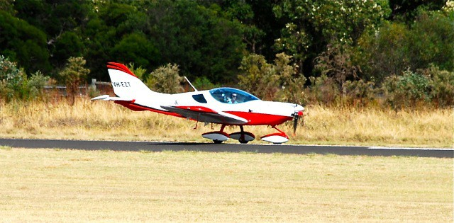 VH-EZT takeoff roll at Bunbury Airport