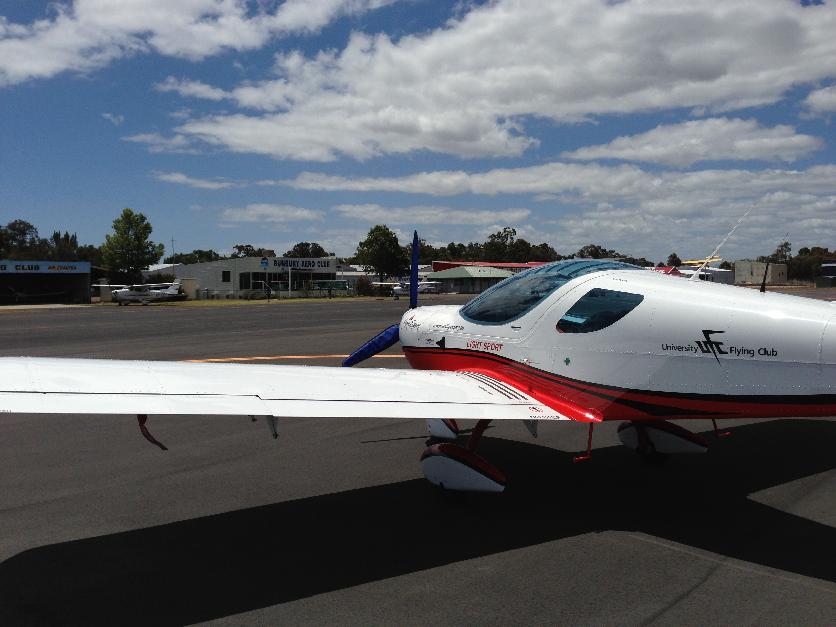 VH-EZT at Bunbury Aero Club