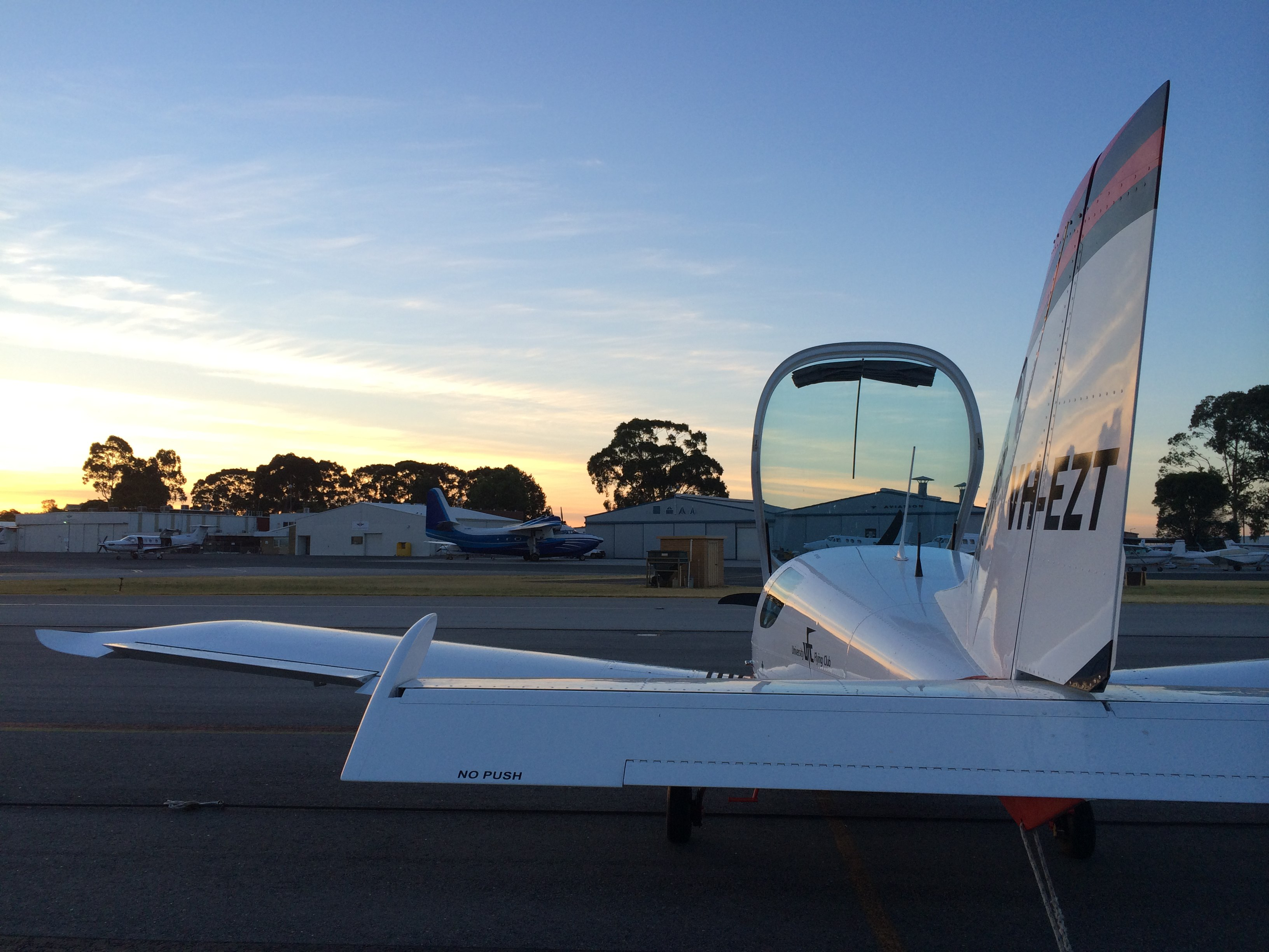 VH-EZT-flight-training-jandakot-flying-club-learn-to-fly-trial-flight-scenic-flight-private-hire-aircraft
