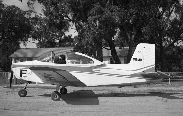 VH-MOF University Flying Club Jandakot Learn to Fly
