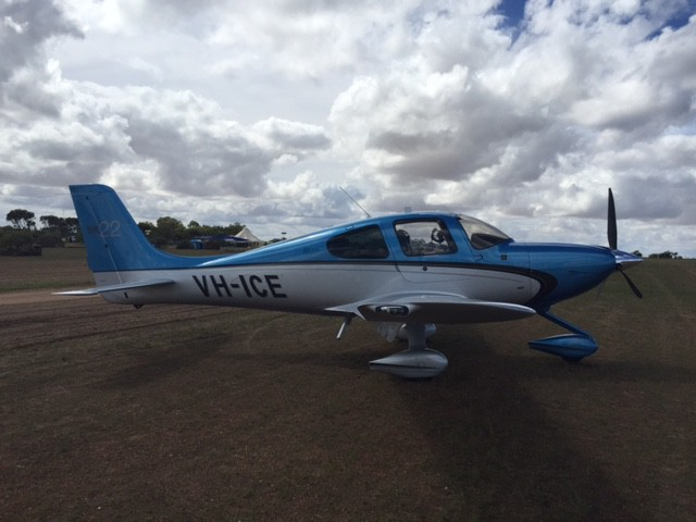 valley view 2015 geraldton northern gully vintage fly in airshow cirrus